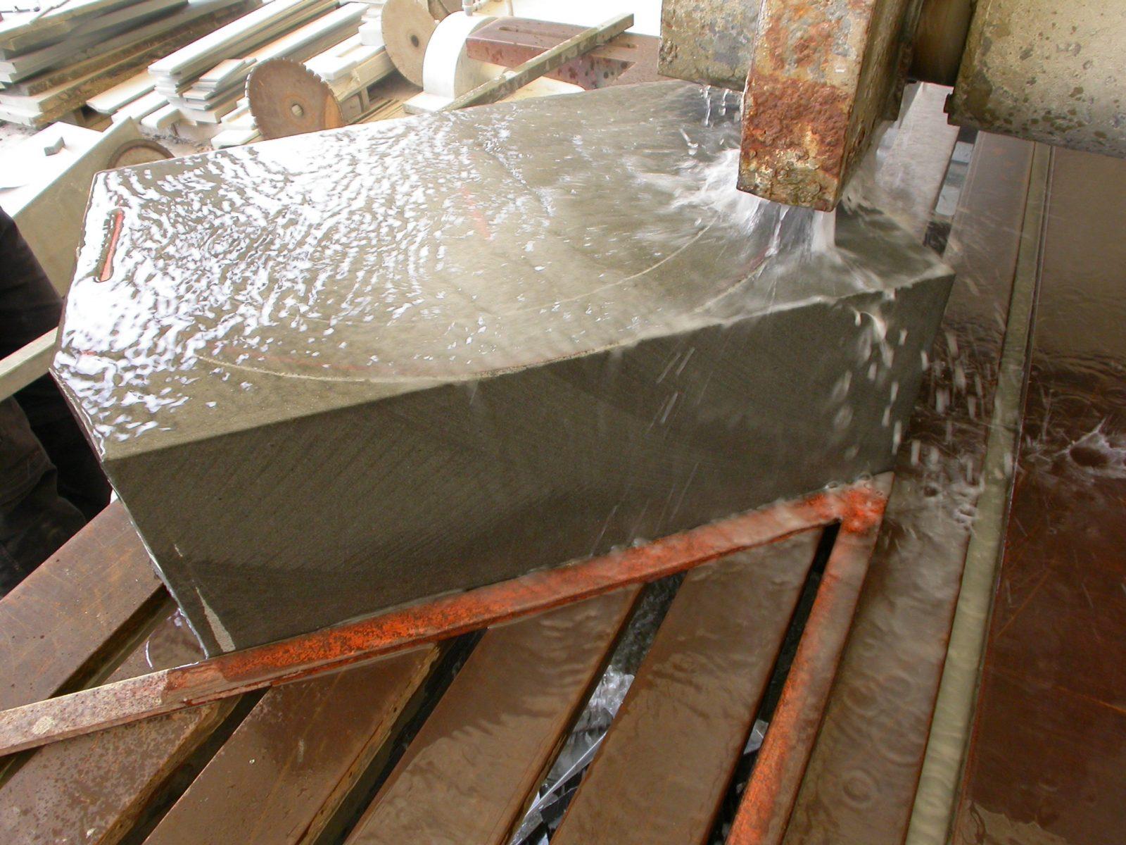 Vasca Giardino Pietra : Come nasce la vasca di una fontana di pietra serena frosini pietre