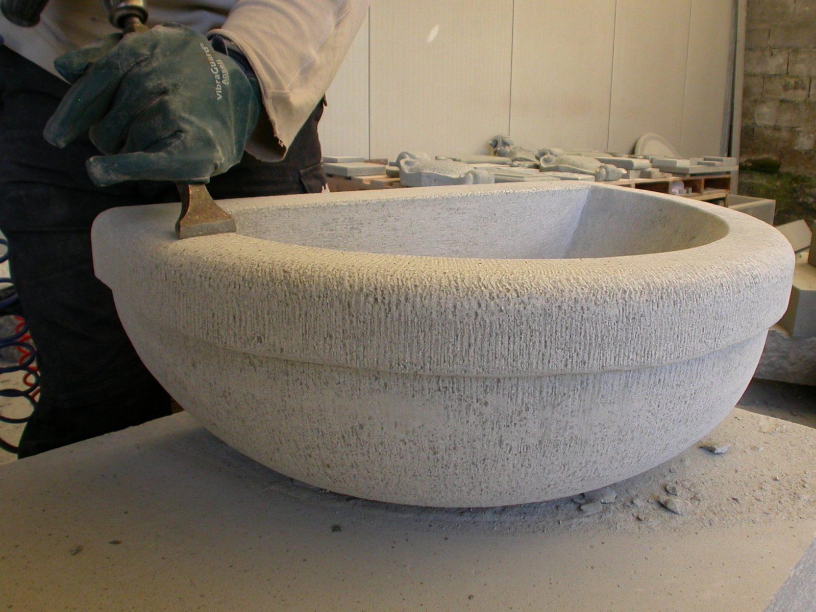 Vasche In Pietra Per Fontane come nasce la vasca di una fontana di pietra serena
