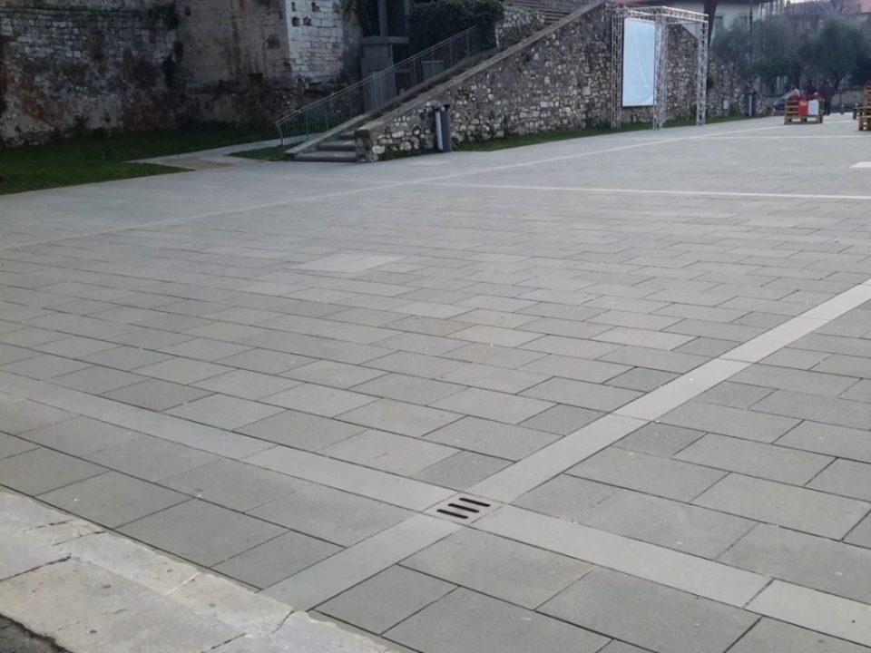 Lastrico Prato Piazza Santa Maria delle Carceri