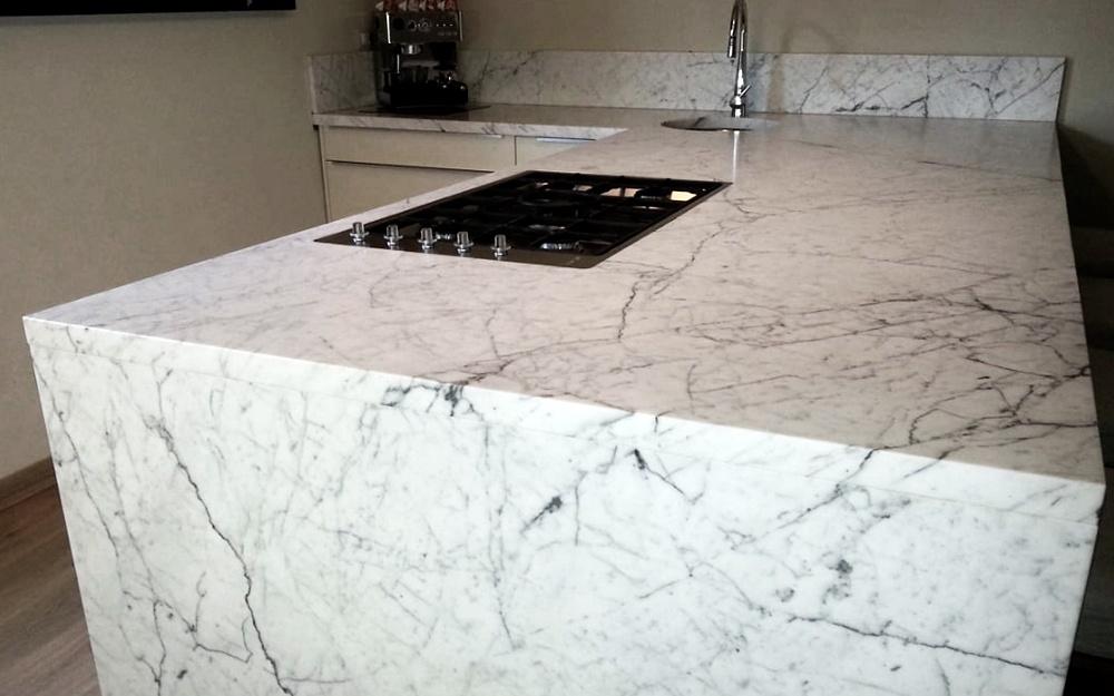 Piano cucina di Marmo Bianco di Carrara – massello | Frosini Pietre